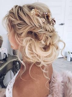Ulyana Aster Long Wedding Hairstyles & Updos 4 / http://www.deerpearlflowers.com/romantic-bridal-wedding-hairstyles/3/