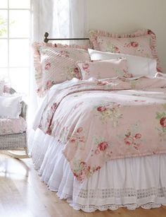 Cottage Shabby Chic ● pink floral bedroom