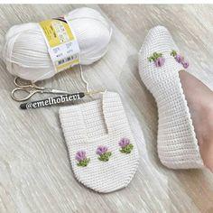 Free Knitting Pattern for Easy Cozy Toes BootiesBooties to Crochet – Step by Step Guide - Design PeakLimon Çekirdeği ile Eviniz Her Zaman Mis Gibi Kokacak Knitting Socks, Free Knitting, Baby Knitting, Knitting Patterns, Crochet Boots, Crochet Baby, Pinterest Crochet, Crochet Slipper Pattern, Crochet Slippers