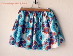 Verdens nemmeste nederdel - the 30 minute skirt all inclusive.        1: Start med 2 rektangulære stykker stof.        2: Stofstykkerne ligg...