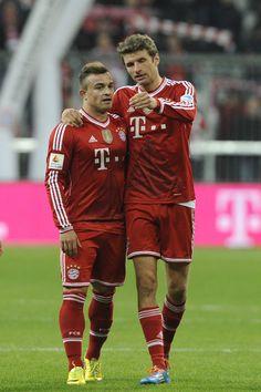 Thomas Muller and Xherdan Shaqiri of Bayern Munich Pep Guardiola, Thomas Muller, Sports Personality, Sports Fanatics, Football Love, Lewandowski, World Of Sports, Best Player, Sport Man