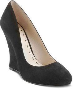black closed toed wedges