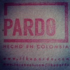 Listas las etiquetas para todo lo nuevo. Dress like Pardo! #pardo #fashion #medellin #label #etiqueta #sello #stamp