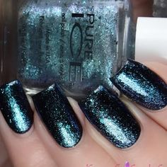 Holly C gives her nails a fancy iridescent finish with this alluring #lacquer shade. Click through to check out the details.