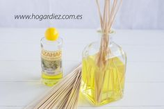 Aromatizador casero: Mikado Más ✫♦๏༺✿༻☼๏♥๏花✨✿写☆☀🌸✨🌿✤❀ ‿❀🎄✫🍃🌹🍃❁~⊱✿ღ~❥༺✿༻🌺☘‿SA Mar ♥⛩⚘☮️ ❋ Clear Ornaments, Diy Christmas Ornaments, Limpieza Natural, Rose Essential Oil, House Smells, Jar Lids, Glass Containers, Bath Salts, Clean House