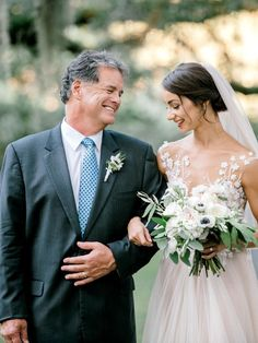 53 Emotional Father-of-the-Bride Wedding Photos That& Have You Reaching for the Tissues Wedding Family Poses, Wedding Poses, Wedding Photoshoot, Wedding Bride, Wedding Shot, Wedding Ideas, Wedding Rustic, Farm Wedding, Wedding Couples