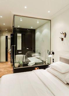 Základem barevného řešení interiéru se stala kombinace black&white.