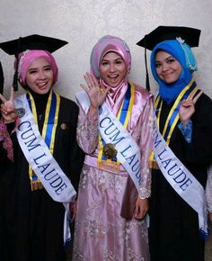 MAke Up Wisuda Spesial For Muslimah