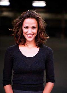 #Alias -- Jennifer Garner AKA Sydney Bristow.  Promo pic from Alias first season.  S1Promo26.jpg 365×500 pixels
