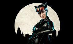 Catwoman Premium Format™ Figure
