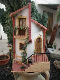 Tegola con ringhiera in ferro Clay Houses, Ceramic Houses, Miniature Crafts, Miniature Houses, Diy Dollhouse, Dollhouse Miniatures, Garden Nook, Property Design, Unusual Homes