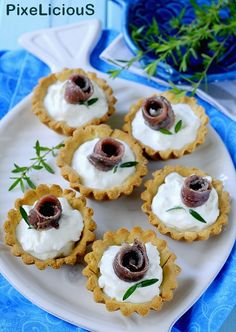 Party Finger Foods, Finger Food Appetizers, Appetizer Recipes, Tapas, Food Displays, Bread Cake, Xmas Food, Mini Cheesecakes, Sandwiches