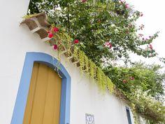 https://flic.kr/p/SNHA3z | Casas do Brasil | Uma linda casa antiga com eira e beira na charmosa cidadezinha de Paraty.  Paraty, Rio de Janeiro, Brasil. Tenha um dia lindo! :-)  _______________________________________________  Houses of Brasil  A beautiful old colonial house in the charming town of Paraty.  Paraty, Brazil. Have a beautiful day! :-)  _______________________________________________  Buy my photos at / Compre minhas fotos na Getty Images  To direct contact me / Para me contactar…