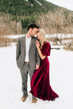 Holiday Engagement Session in the Snow - Jenna Bechtholt Photography Formal Engagement Photos, Winter Engagement Pictures, Engagement Photo Outfits, Engagement Photo Inspiration, Engagement Couple, Engagement Session, Christmas Engagement Photos, Wedding Couple Poses Photography, Winter Engagement Photography