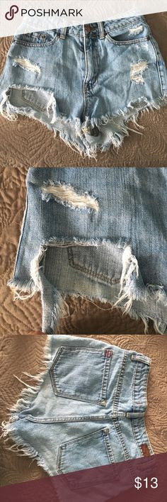 Ripped Off High Wasted Jeans Super cute and ripped off. Worn a bunch of times but it looks just fine, no stains or anything. p.s: The bottom right it's ripped off (it wasn't an accident or anything). Shorts Jean Shorts