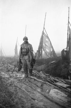 Frantz Adam en 1917, dans l'arrière-front de Verdun (Meuse) http://www.francetvinfo.fr/societe/guerre-de-14-18/cadavres-poux-et-rugby-la-grande-guerre-vue-par-un-medecin-francais_450890.html