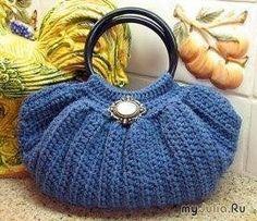 Tutorial fotografico di come realizzare questa bella borsa all'uncinetto.  fonte:http://www.microsofttranslator.com/bv.aspx?from=&to=it&a=htt