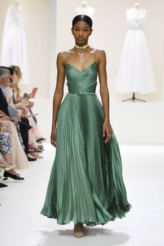Fashion Week - Fall-Winter Collection by Dior Haute Couture - - Fas . - Fashion Week – Fall-Winter Collection by Dior Haute Couture – – Fashion Week – Fa - Dior Haute Couture, Style Couture, Couture Week, Couture Ideas, Dior Collection, Couture Collection, Winter Collection, Fashion Week, Runway Fashion