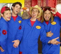 Comment what this is called! I forgot! OMG NAOOO!<<<<IMAGINATION MOVERS and Scott always wanted to know where his sunglasses were and they were on his head XD