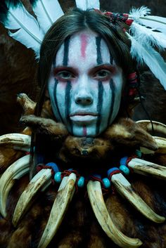 Native American woman dressed in her tribal costume. Cara Tribal, Tribal Face, Tribal Makeup, Native Indian, Indian Blue, People Of The World, Interesting Faces, Native American Indians, Native Americans