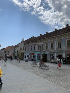 A small provincial town in the heart of Transylvania In The Heart, Old Town, Romania, Louvre, Building, Places, Travel, Old City, Viajes