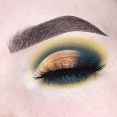 "1,638 Likes, 52 Comments - Anneloes Debets beautycloudnl (@anneloesdebets) on Instagram: ""Teal & golden cut crease eyelook using the @anastasiabeverlyhills @norvina Subculture & Prism…"""