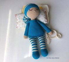 Con hilos, lanas y botones: Bebé dormilón amigurumi Knit Crochet, Crochet Hats, Cuddling, Knitting, Toys, Baby, Sleeper Steps, Crochet Dolls, Baby Things