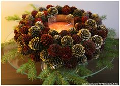 Świąteczny wianek  christmas wreath Door Wreaths, Pine Cones, Quilling, Decoupage, Christmas Wreaths, Diy And Crafts, Holiday Decor, Handmade, Home Decor