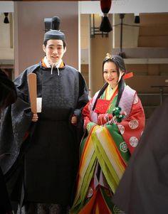 大阪神社結婚式十二単.jpg