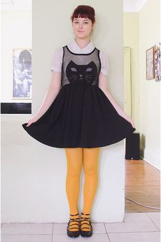 The Pineneedle Collective: And I'm Feline Good. mixed feelings about yellow tights Annika Victoria, Pretty Outfits, Cute Outfits, Yellow Tights, Cat Dresses, Blouse Vintage, Black Blouse, Dress Me Up, Passion For Fashion