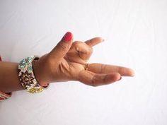 Prstová jóga 1: ako vyslať signál k mozgu a duši cez svoje dlane Gyan Mudra, Mudras, Durga Goddess, Reduce Weight, Therapy, Health, Namaste, Spiritual, Workout