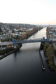 Due to its low vessel clearance of 30 feet (9.1 m),[3] the Fremont Bridge opens an average of 35 times a day, which makes it the most frequently opened drawbridge in the United States and one of the busiest bridges in the world.