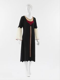 Dress (front view) Paul Poiret  Date: 1925 Culture: French Medium: wool, silk Accession Number: C.I.50.117