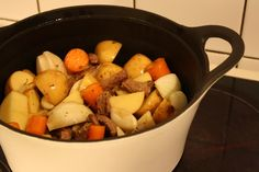 Koti, Easy Cooking, Pot Roast, Stew, Slow Cooker, Ethnic Recipes, Carne Asada, Roast Beef, Easy Recipes