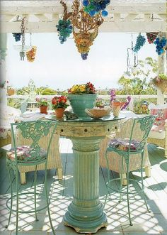 Beautiful, fresh turquoise outdoor dining