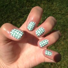 Basket weave patterned nails