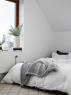 chunky knit blankets | minimal bedroom | windows | natural light | home | white theme | white bedding