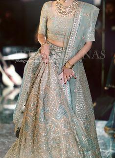 ideas for bridal dresses blue pakistani Indian Bridal Outfits, Pakistani Wedding Dresses, Indian Designer Outfits, Indian Dresses, Indian Bridal Wear, Indian Wear, Indian Lehenga, Indian Wedding Lehenga, Lehenga Choli