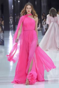 Ralph and Russo haute couture spring 2018 - Stunning colour very feminine. Ralph and Russo haute couture spring 2018 fashion show – Vogue Aus - Style Haute Couture, Spring Couture, Couture Week, Collection Couture, Fashion Show Collection, Vestidos Fashion, Fashion Dresses, Fashion Week, Runway Fashion