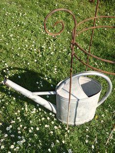 alte Kannen und Wannen || STAUDENSCHMUCK.CH || Gartendeko, Rankhilfen und Staudenhalter für Päonien und hohe Stauden