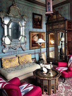 Boho-livingroom-mirror-paintedwall-big-mirrored-armoir.jpg (640×854)