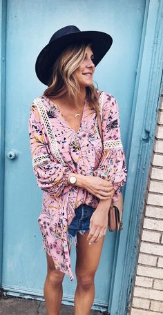 Step out as the visual cue for spring's sweetest swelling aroma in our floral pink V-neck tunic. Aromatic Flowers Flow My Way V-neck Tunic featured by Cellajane Blog