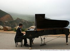 Big Sur Marathon, mile 13, pianist playing theme from Chariots of Fire.. HAHAHAHAHAAA!!
