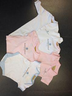 Babykleding bedrukt met logo voor @bloomingdale aan zee.