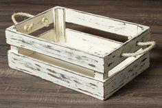 Lindo caixote em madeira MDF, com pintura em pátina, com puxadores em corda sisal. Produto muito bem acabado e seguro. Medidas: 45cm comprimento x 30 cm largura x 15cm altura. Cor: Creme ** Este produto é confeccionado manualmente, por isso pode sofrer pequenas alterações de tamanho. Também ... Scrap Wood Projects, Woodworking Projects Diy, Diy Pallet Projects, Wood Crates, Wood Boxes, Wood Pallets, Repurposed Wood, Recycled Pallets, Pallet Art