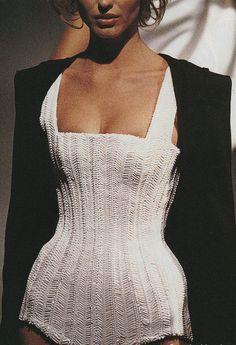 #knittingiscool #tejerestádemoda #soywoolly  Thierry Mugler Spring/Summer 1998