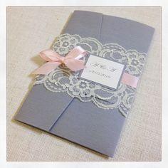 Invitación de boda rústica gris & Rosa por StunningStationery