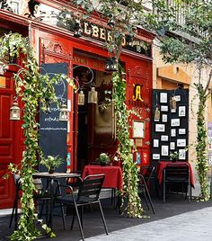 Casa Alberto in Madrid (Spain) Places Around The World, Around The Worlds, Cafe Bistro, Shop Fronts, Spain And Portugal, Restaurant Design, Restaurant Exterior, Belle Photo, Coffee Shop