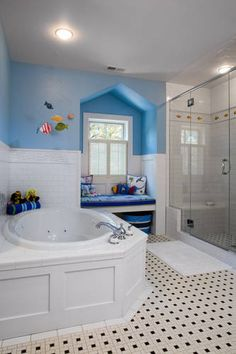 wow this is a nice BIG bathroom for kids, I wish I had the space to do this!