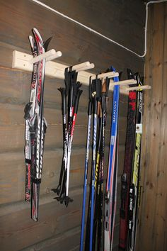 Skistativ til bod - Skistativ - Stiltre Bike Storage, Smart Storage, Garage Storage, Garage Organisation, Organization Ideas, Ski Rack, Winter Cabin, Hanging Canvas, Garage Walls